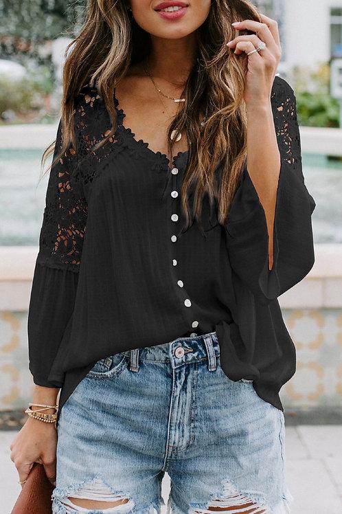 Zwarte bloes met kant en knoopjes