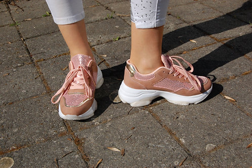 Roze sneaker met witte zool en veters