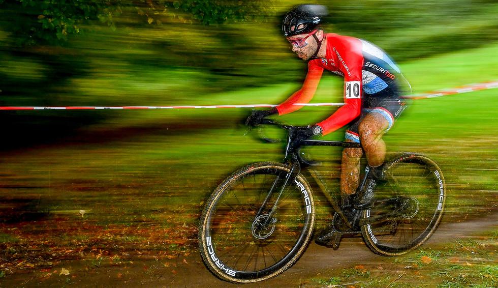 Vincent Dias Dos Santos (L) at the international cyclocross in Contern (L).