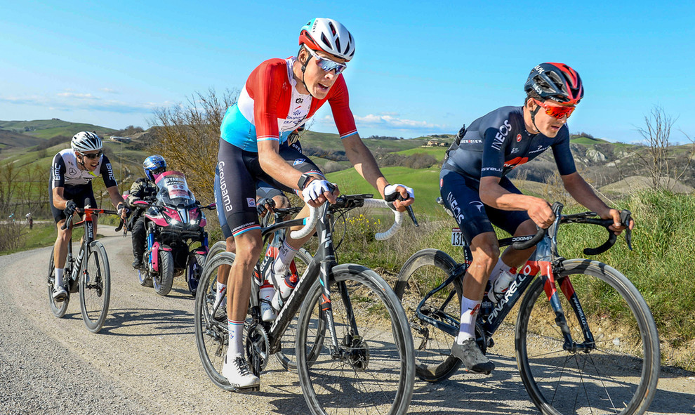 Kevin Geniets (L/Groupama-FDJ) and Tom Pidcock (GB/Ineos Grenadiers) at the Strade Bianche 2021.