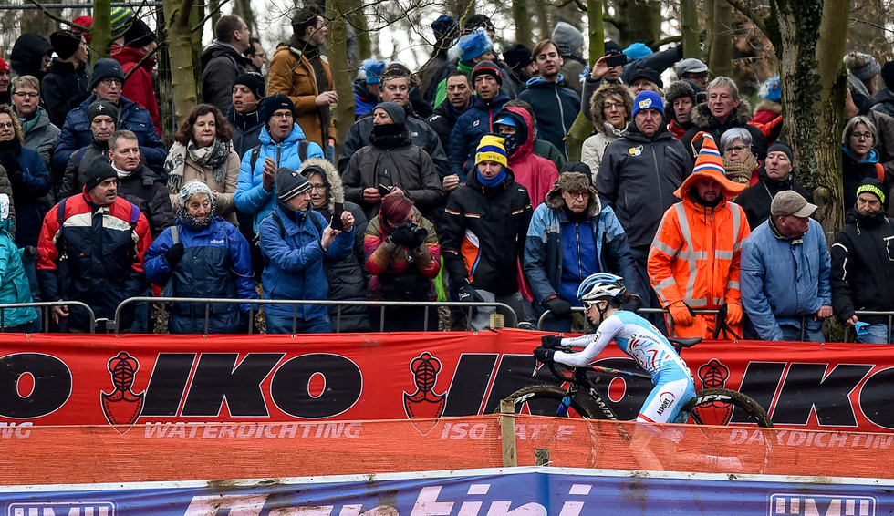 Christine Majerus (L) during the Women-Elite race at the UCI-Cyclo-Cross World Championships in Valkenburg (Netherlands)