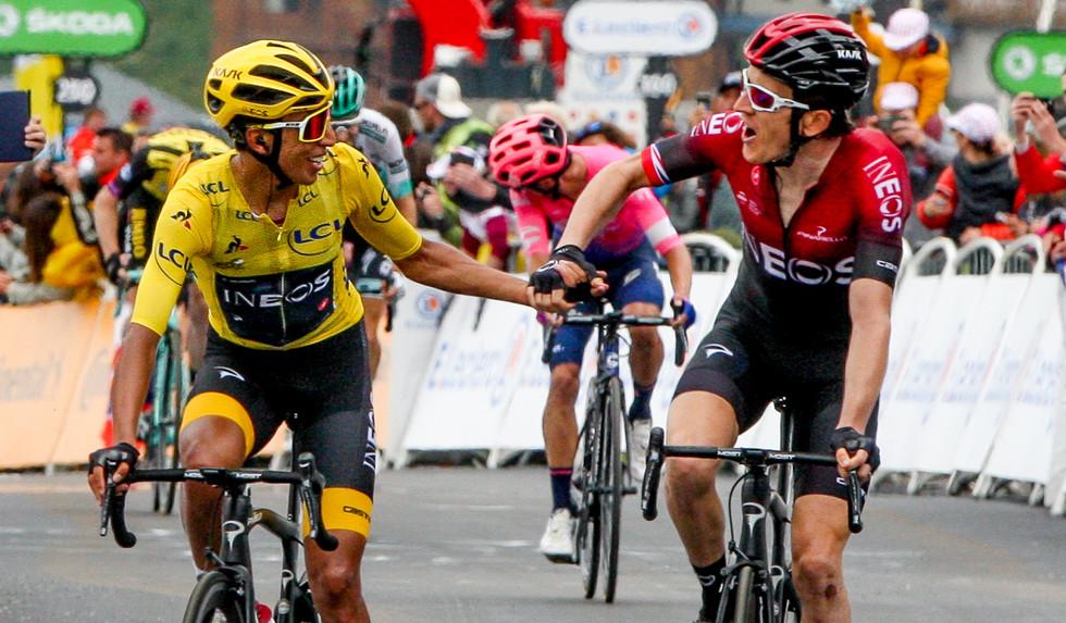 Congrats ! Shakehands between Geraint Thomas (GB/Ineos) and his teammate Egan Bernal (COL).