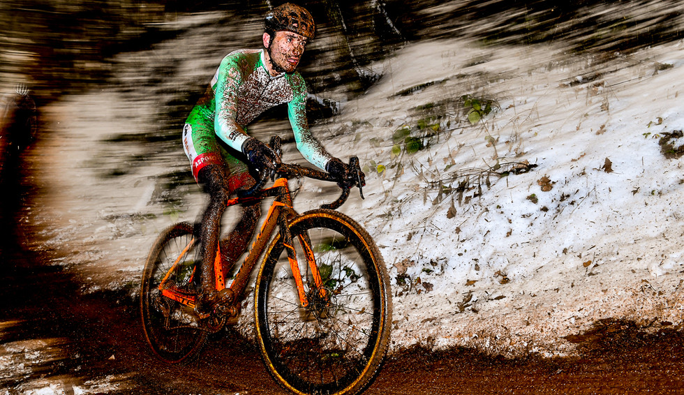 For the love of Mud - Vincent Dias Dos Santos (L) at the CX in Warken (L)