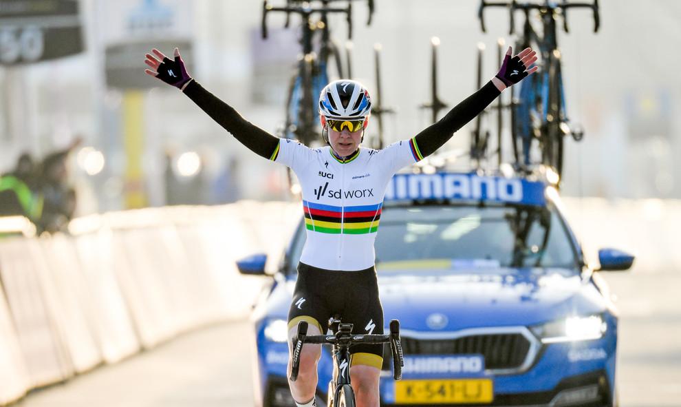 Anna van der Breggen (NL/SD Worx) wins the women edition of the Omloop Het Nieuwsblad 2021.