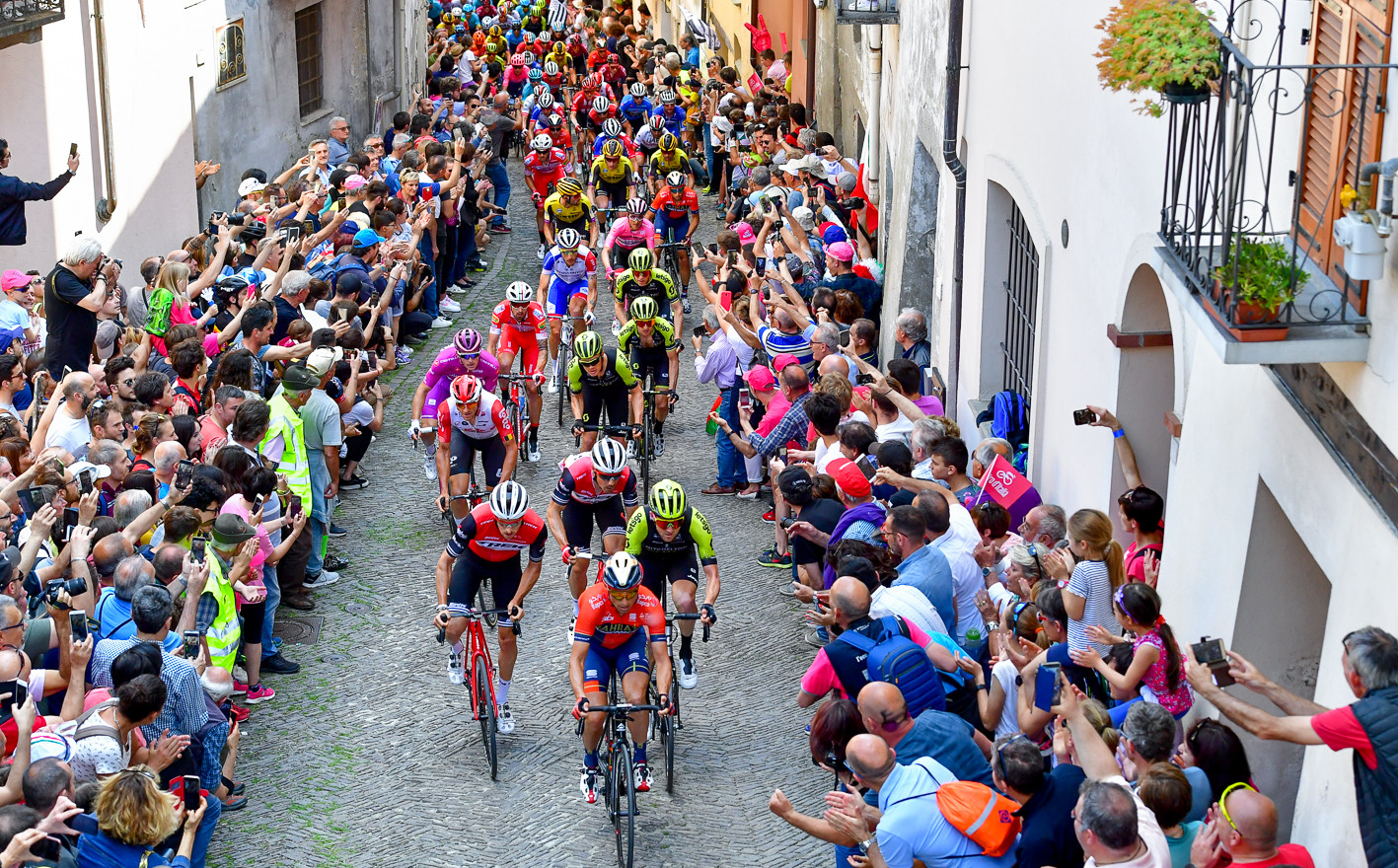 The riders in the San Maurizio-Climb in Pinerolo during stage 12 of the Giro d'Italia 2019.