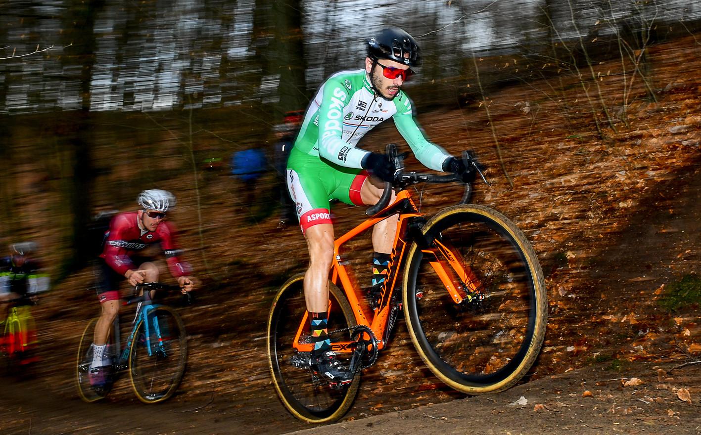 Vincent Dias Dos Santos (L) at the Cyclocross-Race in Alzingen (L)