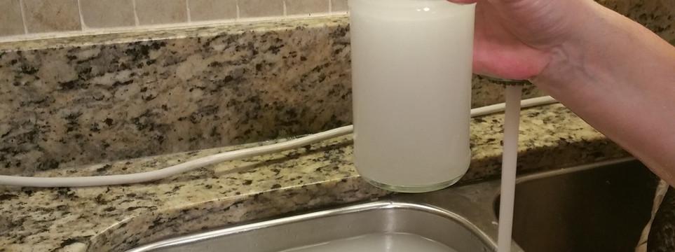 Portable Nanobubbler in Sink Filled Cup