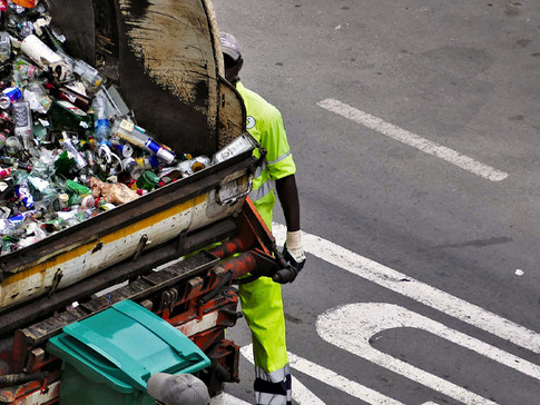 "Prime Minister Announces New Recycling Policy; ""Less Waste, More Jobs"""