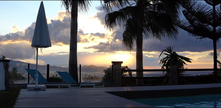 Wschód słońca, widok z basenu.