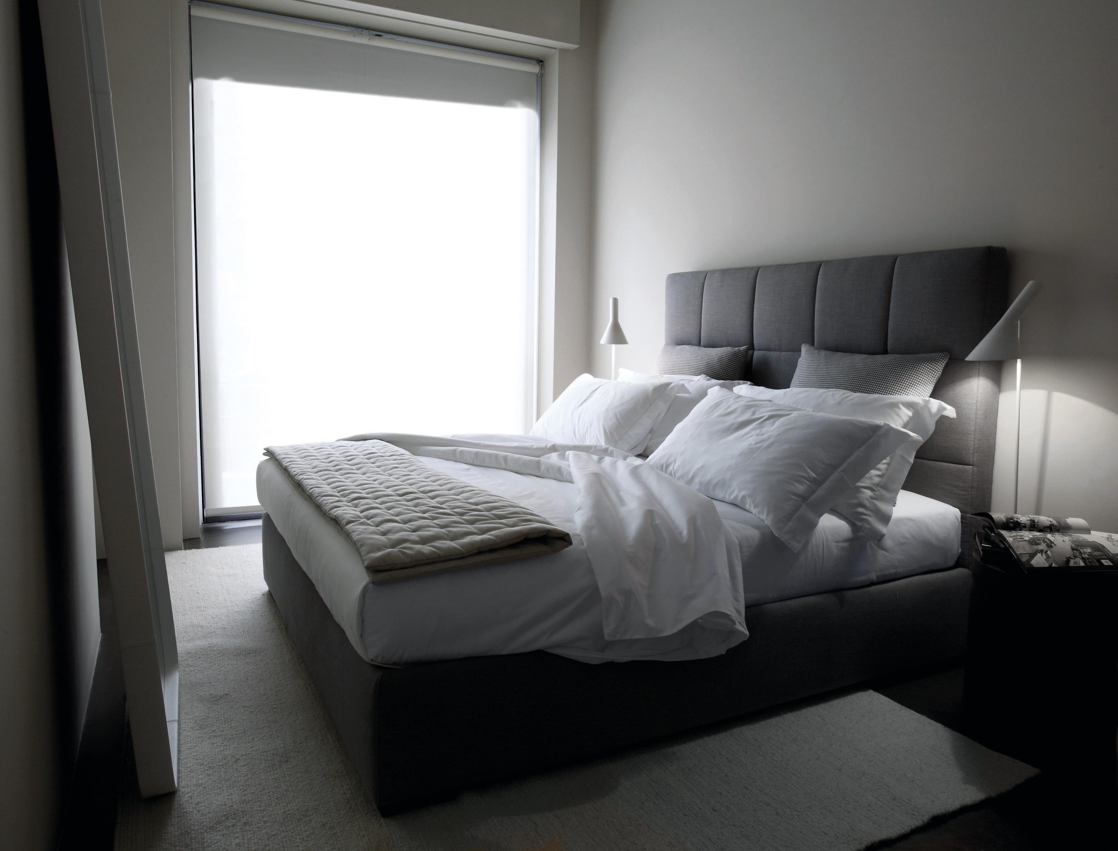 Bett hohes Kopfteil
