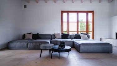 Stomp Tisch von Freifrau, mit Flexteam Sofa Reel