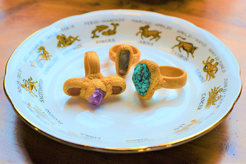 Turquoise Howlite Sculpted Golden Ring