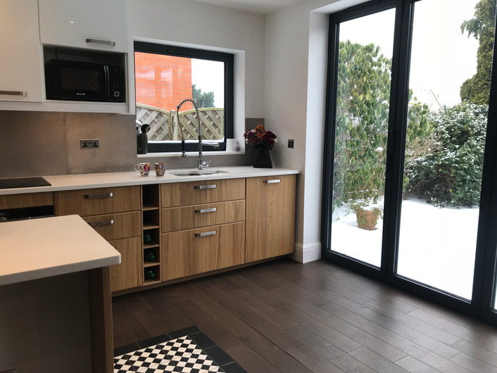 LEAMINGTON SPA Kitchen extension - Wood cabinets, wooden floorboard, cement backsplash, cement tiles...