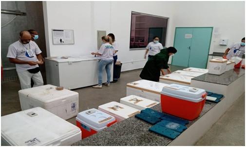 Profissionais armazenando as vacinas em Roraima - Foto: Laudinei Sampaio/Rede Amazônica