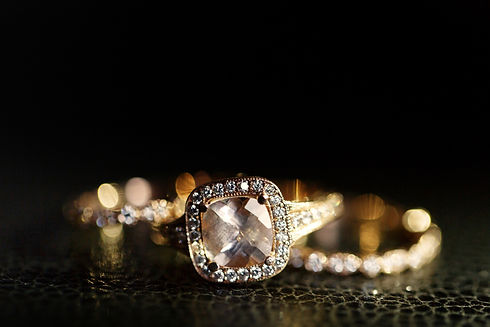 jewels-sparkle-in-the-golden-wedding-rin