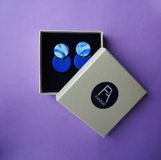 Boucles d'oreille marbrées bleues