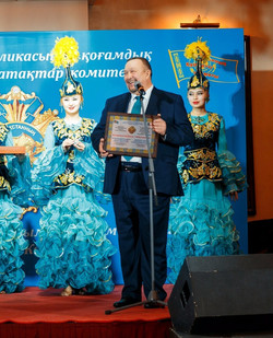 Почетный Гражданин Республики  Казахстана35_edited