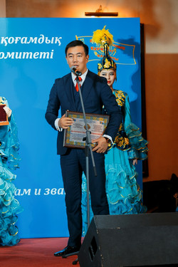 Почетный Гражданин Казахстана213