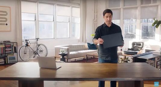 Intel'in yeni PC reklamları için 'I'm a Mac' kampanyasından tanınan isim tekrar kamera karşısında