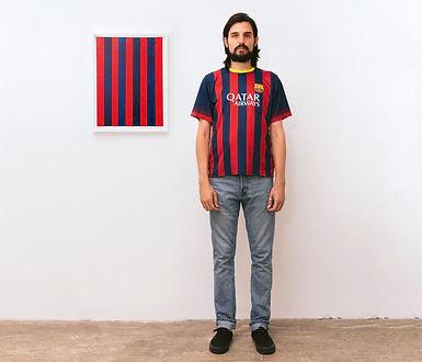 Sanatçı ikonik futbol formalarını soyut sanata dönüştürüyor
