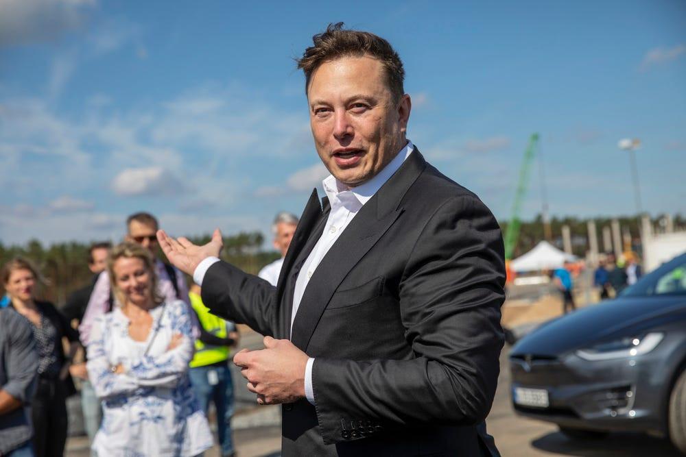 Tesla, bir mühendisi ilk haftasında yaklaşık 26.000 gizli dosyayı indirmekle suçluyor