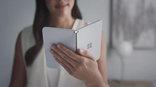 Microsoft önümüzdeki ay dünyanın en ince katlanabilir akıllı telefonunu piyasaya sürüyor