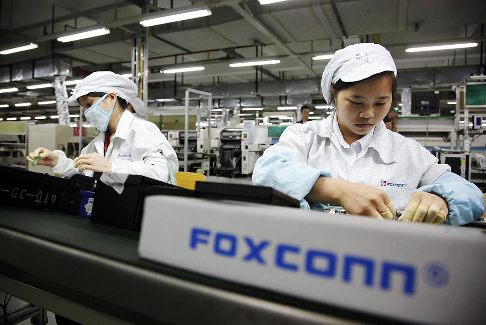 Foxconn, Vietnam'ın kuzeydoğu Bac Giang bölgesindeki fabrikasında Apple'ın iPad ve MacBook dizüstü bilgisayarı için montaj hatları inşa ediyor