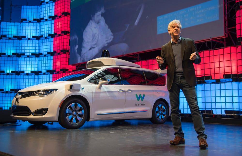 """Waymo CEO'su John Krafcik, Almanya'da yapılan bir röportajda, Tesla'nın otonom araçları için """"hiçbir şekilde rakip olmadığını"""" söyledi"""