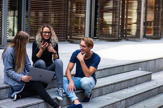 8 büyük üniversiteden 450'den fazla çevrimiçi kurs desteği