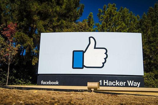 Türkiye, Facebook'un yeni sosyal medya yasasına karşı çıkması durumunda engellenebileceğini söyledi