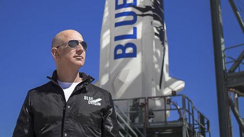 Amazon'un kurucusu Jeff Bezos, Blue Origin'in ilk mürettebatlı uçuşunda uzaya gidiyor