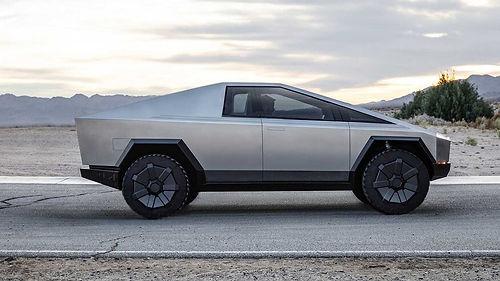 Tesla'nın yeni Cybertruck'ı yengeç gibi hareket edebilecek