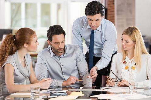 İletişim becerilerinizi geliştirmek ve daha etkili bir lider olmak için 9 en iyi uygulama