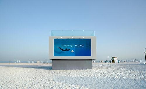 Adidas, dünyanın ilk yüzülebilir reklam panosunu tanıttı