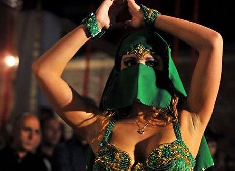 BDer with face veil.jpg