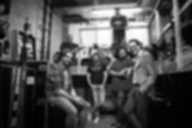 Knock Out Comedy Crew comedians Arjan Kleton, Dave Felida en Huibert-Jan van Roest poseren backstage met comedians Roel C. Verburg, Paul Schoolderman en Arie Koomen