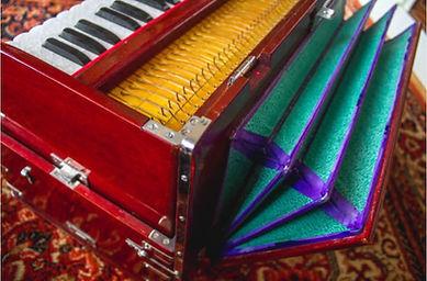 Harmonium 2.JPG