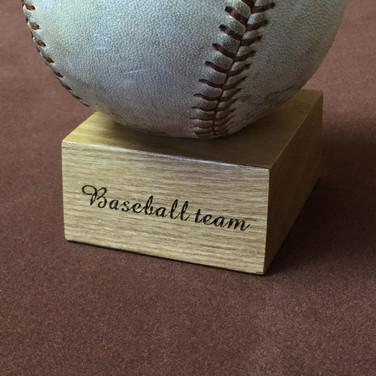 野球記念品/木製ボール台座