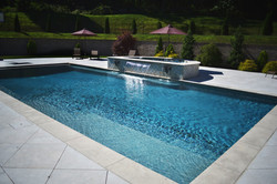 Pool with raised spa ans scheer descent