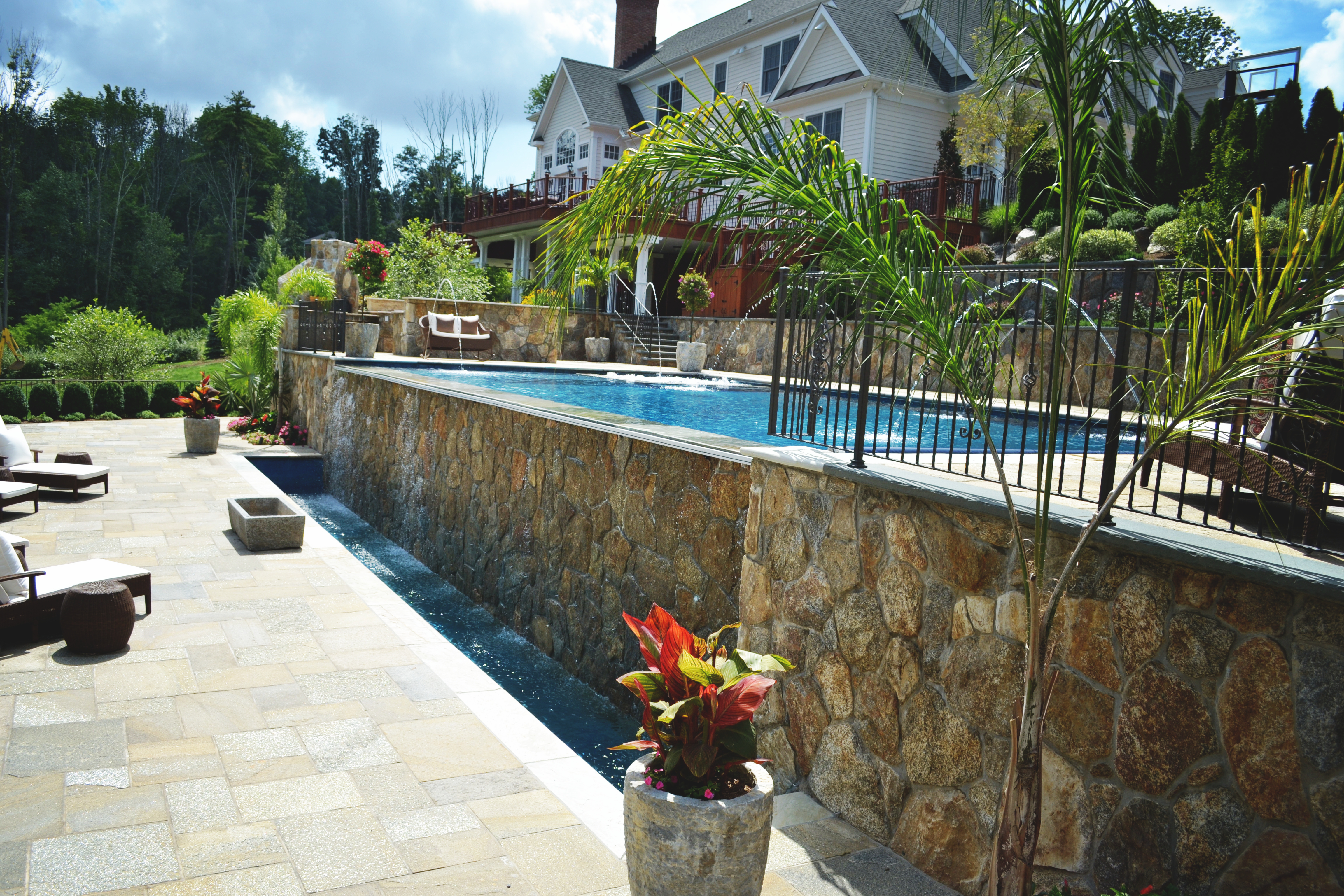 Vanishing edge pool and spa