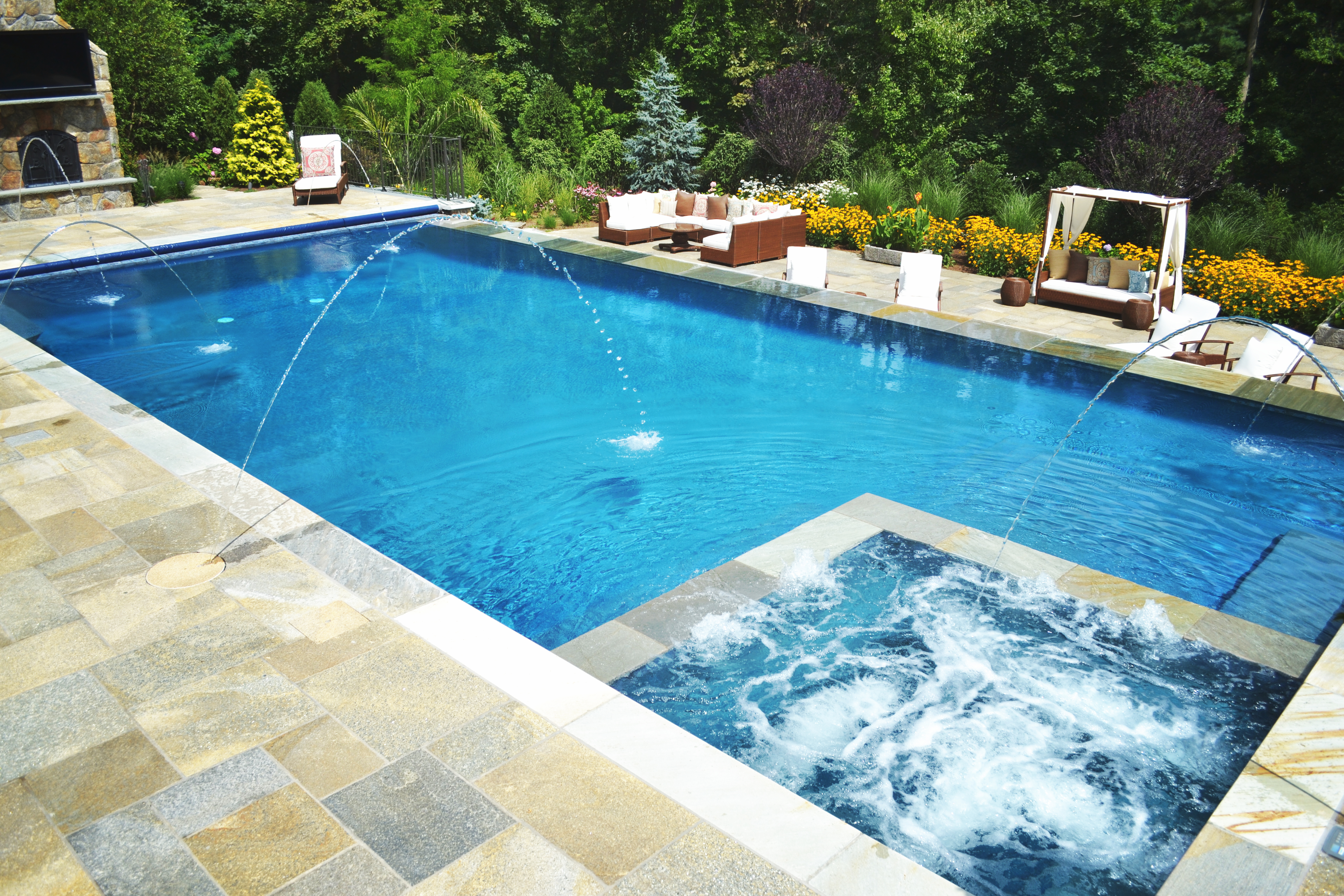 Pool and spa with laminars