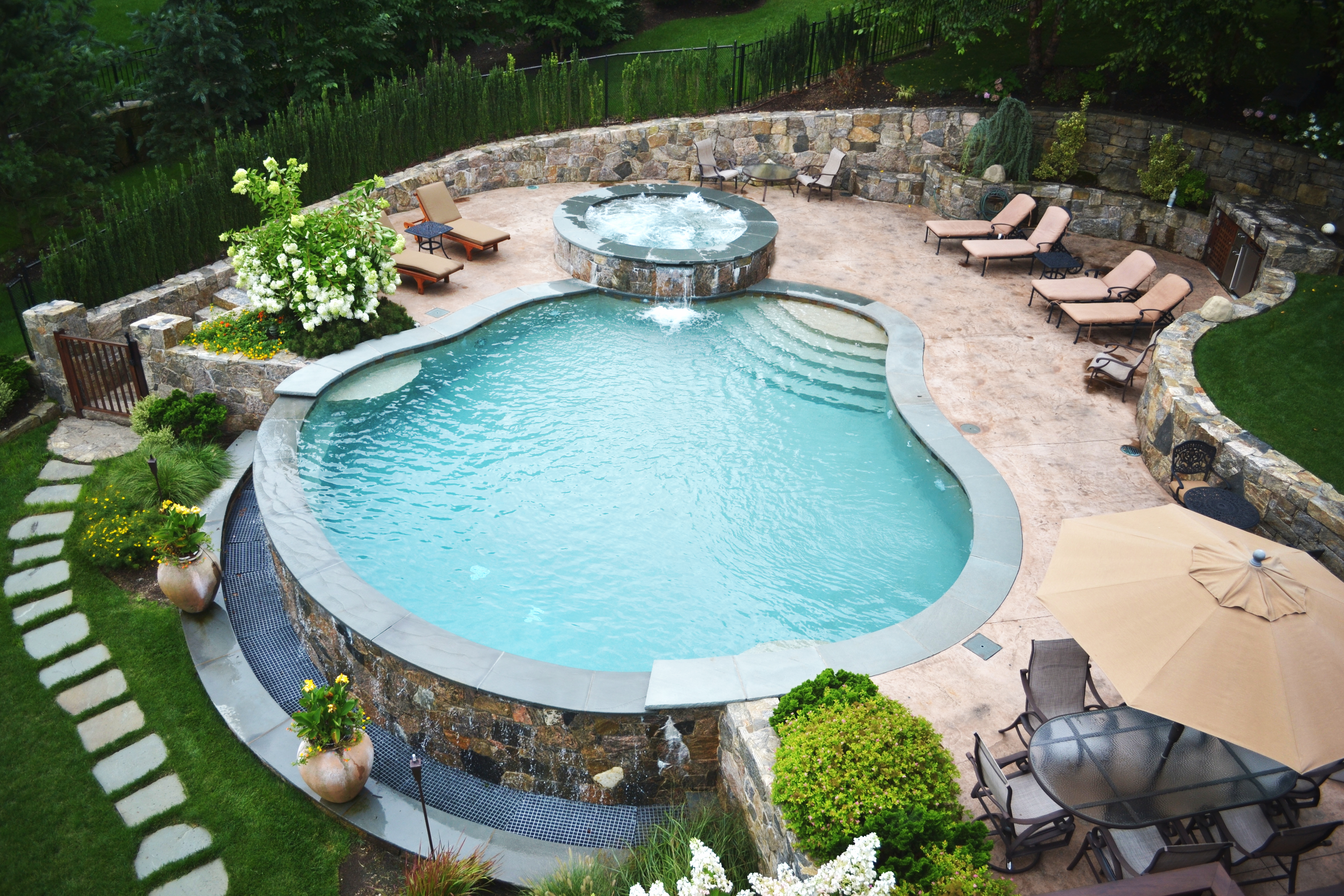 Vanishing edge pool with raised spa