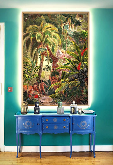 Mise en situation d'une illustration de jungle grand format encadrée représentant une jungle  avec option eclairage LED de la maison Paradisio Imaginarium
