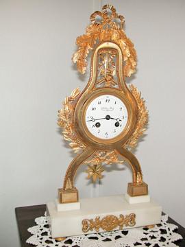 Small Directoire clock signed Dubois & Fils