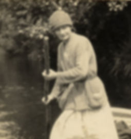 H. Guinepied en barque sur la Cure.jpg
