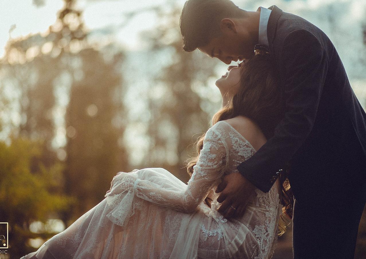 逆光互動婚紗拍攝姿勢