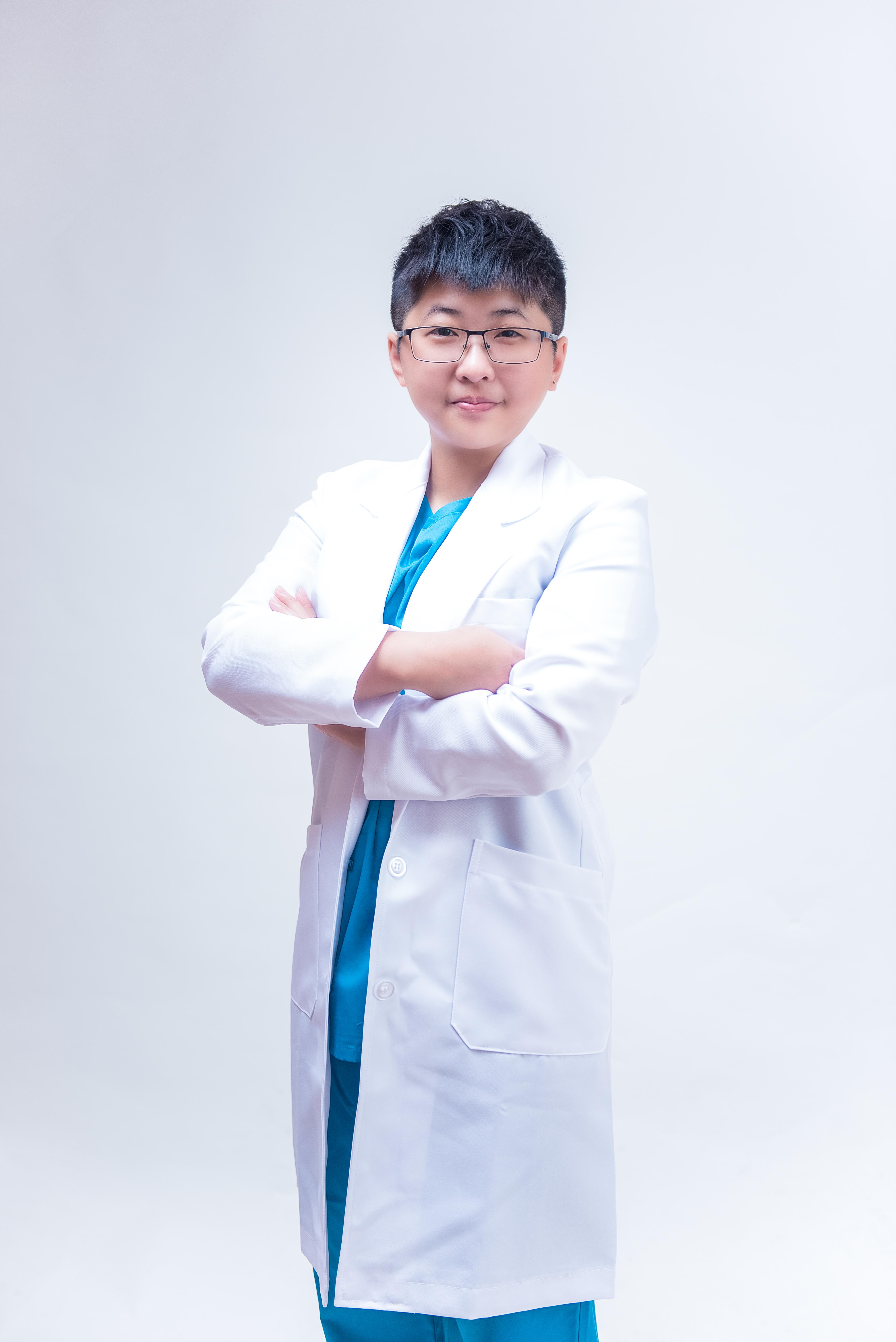 年輕醫師個人形象照