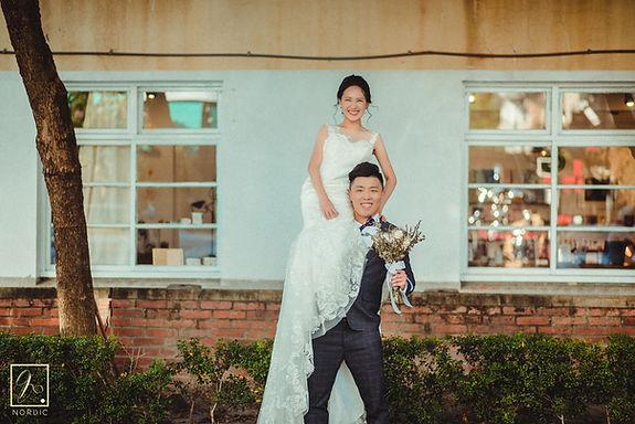 台中審計新村新娘坐新郎肩上高難度婚紗攝影動作