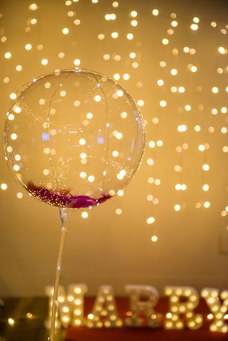 浪漫燈串羽毛波波球求婚布置