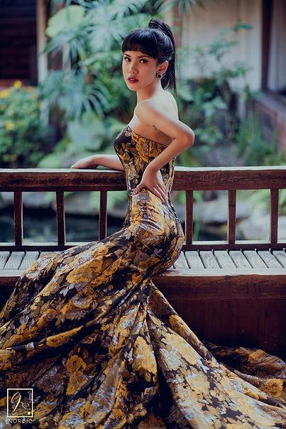 改良款魚尾旗袍式禮服在台中無為草堂進行婚紗拍攝